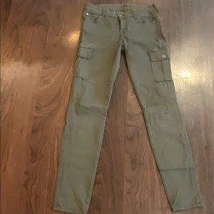 *NEVER WORN* 7 For All Mankind olive cargo skinny